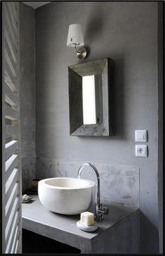 Plan vasque et crédence en béton - belle harmonie de gris concrete bathrooms