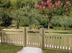 Low-level fences – Front garden fences, picket fences, gates, posts, lattice fences, post fences, fence panels, barriers, protective panels, paddock fences… • Braun & Würfele