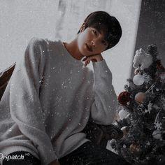 im the one I should love in this world . im the one I should love in this world . Seokjin, Hoseok, Jimin, Bts Bangtan Boy, Bts Taehyung, K Pop, Jin Icons, Bts Twt, Worldwide Handsome