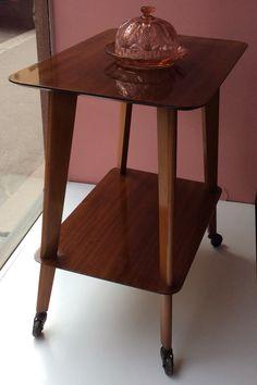 50 luvun rullapöytä . korkeus 74cm . leveys 65cm . syvyys 45cm . #kooPernu