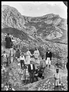The American School of Classical Studies at Athens // photo from 1896 of a group of workmen digging at Corinth Greek Costumes, Old Greek, Greek History, Folklore, Athens, Old Photos, Mount Rushmore, Greece, Memories