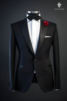 Tailored suit, tuxedo isolated on black background on mannequin Blazer Outfits Men, Mens Fashion Blazer, Stylish Mens Outfits, Designer Suits For Men, Designer Clothes For Men, Designer Tuxedo, Dress Suits For Men, Men Dress, Black Suit Wedding