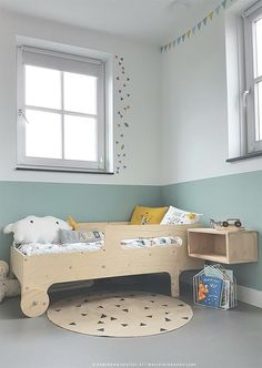 Relaxing Mint and White Kids' Room - Petit & Small White Kids Room, White Rooms, Boys Room Decor, Boy Room, Baby Bedroom, Kids Bedroom, Kids Workspace, Creative Beds, Mint Walls