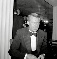 The fabulous Cary Grant Vintage Hollywood, In Hollywood, Gary Grant, English Gentleman, Charming Man, Man Photo, Celebs, Celebrities, Famous Faces