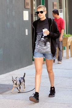 Agyness Deyn with a chihuahua. Repinned from @Patty Bergantinos.