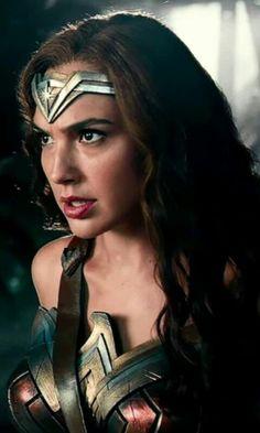 Gal Gadot as Wonder Woman is fierce! Wonder Woman Art, Gal Gadot Wonder Woman, Wonder Woman Movie, Wonder Woman Cosplay, Wonder Women, Gal Gardot, Super Heroine, Hollywood, Powerful Women