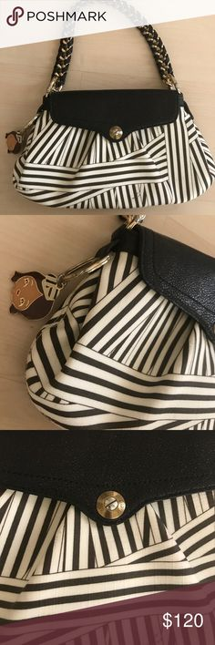 Henri Bendal bag Henri Bendal handbag comes with the mirror and little keychain on the side it does have some scuffs but it is fixable it's a very cute bag other then the scuffs it's in great condition henri bendel Bags Shoulder Bags