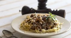 Quick Bolognese pasta by chef Akis. A quick but special dish with a delicious, aromatic ground meat sauce served over spaghetti to give you the best Bolognese ever! Greek Recipes, Italian Recipes, Greek Spaghetti, Pasta Recipes, Cooking Recipes, Ground Meat Recipes, Meat Sauce, Cravings, Tasty