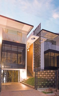 Facade Iron Fences - Linear Layout Home Idea