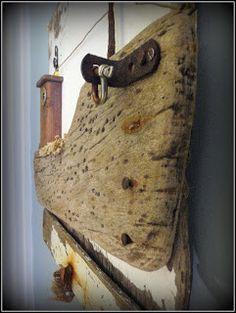 L'anse de l'Adon. Création en bois flotté. Bateau de pèche traditionnel.