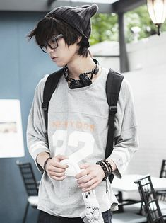 Oh my glob! He's wearing a beanie AND glasses!.....i find him veryyyyyy attractive-hanji(aka)alexis | Raddest Looks On The Internet: http://www.raddestlooks.net