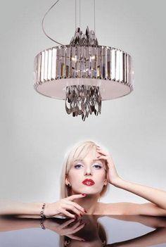 O lampach mówi się jak o biżuterii wnętrza.  Dobrze dobrana lampa sufitowa pomoże Ci stworzyć wyjątkowy efekt w całym pomieszczeniu.  Zobacz naszą starannie wyselekcjonowaną kolekcję wiszących lamp sufitowych