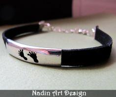 Baby Fuß Lederarmband. Schwarzes Unisex-Armband von NadinArtDesign auf DaWanda.com