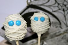 I love these pops because they're quick, cheap and easy to make, and they're homemade so the kids will enjoy getting something a little bit different to the usual candy assortment: http://cakejournal.com/tutorials/halloween-mummy-cake-pops/ #Halloween #mummycakepops