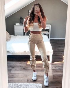 Outfit of the Day Fashion Trend Fashion De essentie van mode-outfits Teenage Outfits, Sporty Outfits, Cute Summer Outfits, College Outfits, Cute Casual Outfits, Simple Outfits, Outfits For Teens, Stylish Outfits, Weekly Outfits