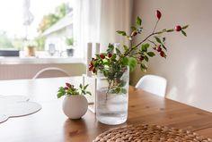 Home Sweet Home 🍂 Tak obyčejné a tolik parády... _____________________________________ #podzim #šípky #váza #podzimnidekorave #milkycz #laladesign #white #whitebeauty #kahlerdesign #myhomeinspiration #igers #beauty #instagood #miluju #beautifull #whiteliving #styling #decoration #kahler ##vase Glass Vase, Sweet Home, Instagram, Home Decor, Decoration Home, House Beautiful, Room Decor, Home Interior Design, Home Decoration
