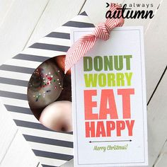 "cute free printable gift tags for donuts: ""donut worry, eat happy."" Version for birthday, Thanksgiving, and Christmas included."