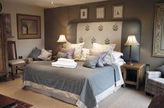 The Star Inn / Cross House Lodge - lovely room in soft grey and blue with hints of lilac. Would look marvellous in a Period country home whether a Georgian pile or Art Deco semi.