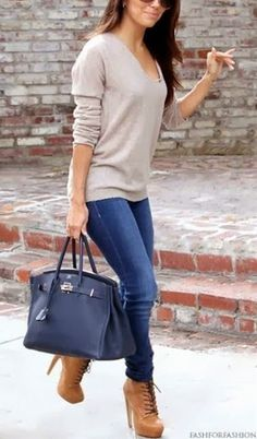 Blue skinny jeans and bag inspiration