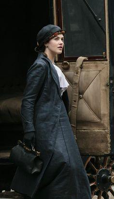Lady Sybil from the TV series Downton Abbey Jessica Brown Findlay, Downton Abbey Costumes, Downton Abbey Fashion, Gentlemans Club, Edwardian Era, Edwardian Fashion, Lady Sybil, Moda Retro, Netflix