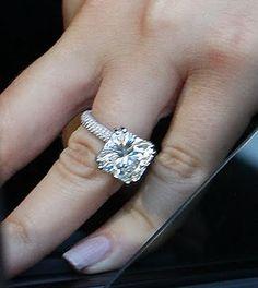 Khloe Kardashian wedding ring...totally what mines gonna look like :)