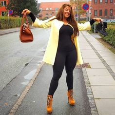 Rdy for the Weeknd  High heels check Sneaker wedges check Bag with goodies check Spraytan on point check Happy face and mood check Glutes, waist and thighs check  Bring it #weekend One ❤