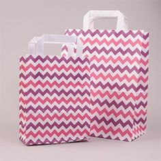 Papiertragetaschen mit Flachhenkel Winkelmuster rotlila/ erikaviolett/ weiß