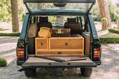 Cappuccinos, Cigars, And Shotguns: Building The Ultimate Gentleman's Range Rover Range Rover Supercharged, Range Rover Jeep, Range Rovers, Range Rover Classic, Defender Camper, Land Rover Defender, Hot Rod Trucks, Lifted Ford Trucks, Jeep Xj