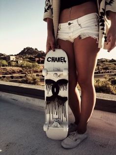 Chanel skateboard, I love this picture! Except her shorts are verrrry short Skateboard Design, Skateboard Girl, Skateboard Decks, Penny Skateboard, Skateboard Fashion, Skate Decks, Summer Outfits, Cute Outfits, Girl Outfits