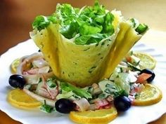 DIY Edible Cheese Salad Bowls Recipe: It is easy to make, and great idea to use flour mix as alternative, great to serve appetizer or salad, french fries Cheese Tarts, Cheese Salad, Avocado Recipes, Salad Recipes, Cheese Recipes, Seafood Recipes, Squid Salad, Cheese Baskets, Food Network Recipes