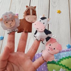 Handmade Baby Gifts, Handmade Toys, Toddler Gifts, Gifts For Kids, Finger Puppet Patterns, Felt Finger Puppets, Felt Quiet Books, Busy Book, Felt Christmas