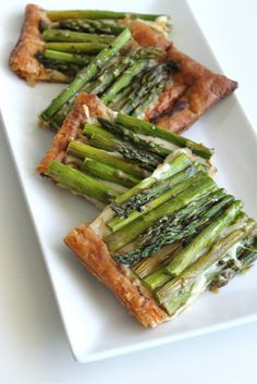 how-to video: easy asparagus tart. perfect for easter or a springtime brunch.