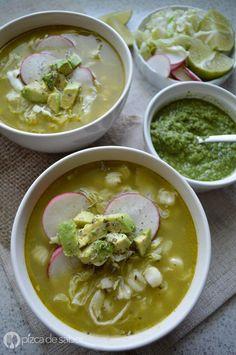 Cómo hacer pozole verde de pollo (paso a paso) www.pizcadesabor.com