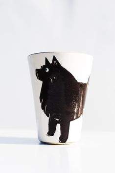 A handpainted mug called Mutmug. This is the Spitz. These mugs comes with many different kind of dog-types as motifs. Different Kinds, Kinds Of Dogs, Types Of Dogs, Hand Painted, Dog Types