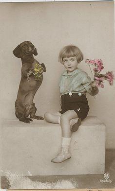 pc meisje teckel 1922, via Flickr.