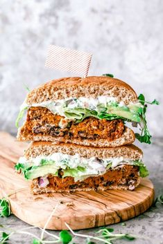 This Southwestern Sweet Potato Quinoa Burger is easy to make doesn't fall apart and gets a generous slather of queso blanco dip. Best Vegan Burger Recipe, Burger Recipes, Vegetarian Recipes, Pescatarian Recipes, Healthy Recipes, Quinoa Burgers, Vegan Burgers, Quinoa Salat, Patties Recipe