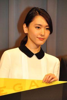 新垣結衣 - 写真 - 人物情報 - クランクイン! Beauty Women, Asian Beauty, Asian Girl, Beautiful Women, Feminine, Actresses, Aragaki Yui, Portrait, Celebrities