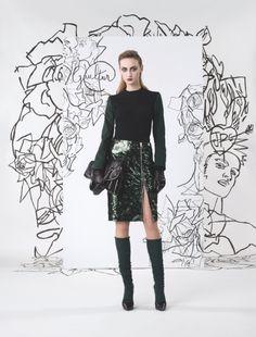 La jupe fendue de la collection prefall de Jean Paul Gaultier | DailyELLE. Buenísimo muy sexy para ir a trabajar..