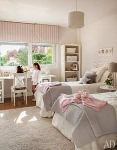 New Fuss About Gabrielle Storage Bedroom Set 12 - kindledesignhome Twin Girl Bedrooms, Sister Bedroom, Girls Bedroom, Twin Bedroom Ideas, Trendy Bedroom, Small Room Bedroom, Dream Bedroom, Bedroom Decor, Queen Bedroom