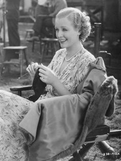 Gloria Stuart knitting on the set of Professional Soldier