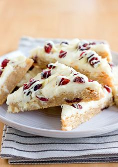 Starbucks cranberry bliss bars copycat...gonna have to make these for Justin :)