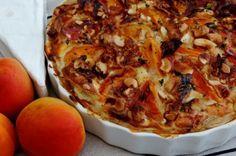 Taart met verse abrikozen en brie