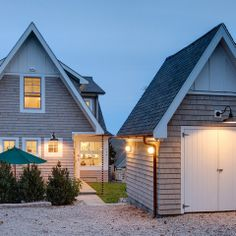 :: Havens South Designs :: likes the exterior siding with the gable done in battens with the house body in shingles (or could be done in shiplap siding) with contrasting paint.