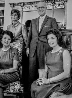 Jackie Kennedy, Jfk, Timeless Fashion, Royalty, Lovers, Queen, History, Couple Photos, American