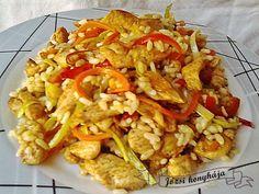 Hozzávalók: 50 dkg csirkemell filé 1 szál póréhagyma 1 db kaliforniai paprika 1 szál sárgarépa 1 db hegyes erős paprika 1 db paprika 40 dkg rizs 1...