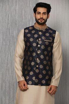 Wedding Kurta For Men, Wedding Dresses Men Indian, Wedding Dress Men, Mens Indian Wear, Indian Men Fashion, Indian Man, Modi Jacket, Mens Sherwani, Mens Kurta Designs