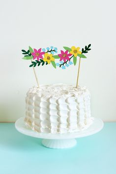 Floral Cake Topper made with Cricut Explore -- The Sweet Escape. #DesignSpaceStar Round 3