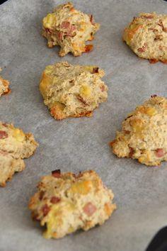 Havrescones med ost og skinke - My Little Kitchen Little Kitchen, Scones, Finger Foods, Cauliflower, Bacon, Food And Drink, Vegetables, Snacks, Kitchen Small