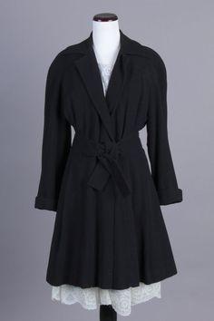 S/M 40s Vintage Brandeis Black Wool Coat. A lovely vintage coat! $145 via eBay
