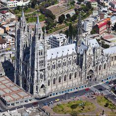 Basílica del Voto Nacional Quito - Ecuador
